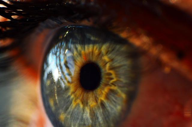 目のゴミはアイボンで取れるの!?意外な事実って何?